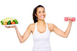 Sind Diäten sinnvoll? Frau mit guter Ernährung und FItness